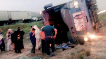 Volcadura de autobús deja 30 peregrinos lesionados en Nuevo León