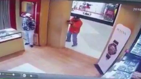 Policía civil se 'viste' de héroe en La Plaza Mall