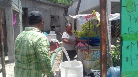 Pipas continúan entregando agua