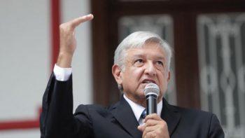 AMLO expone a ministros su plan para bajar sueldos