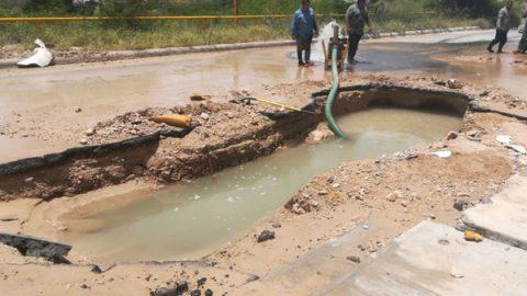 Reparan línea de agua potable que suministra sector Granjas
