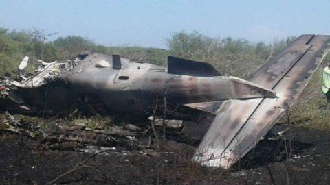 Cae avión de Fuerza Aérea Mexicana en Oaxaca; hay dos heridos