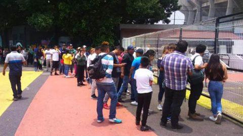 Largas filas en taquillas del Azteca para el regreso de Cruz Azul