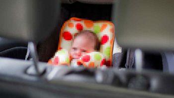 Bebé agoniza dentro de automóvil por olvido de su madre