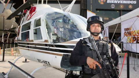Honra Estado a policías de Nuevo León