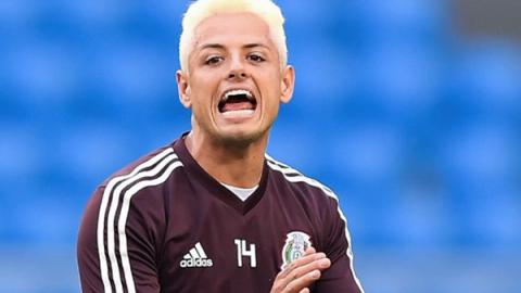 'Chicharito' Hernández responde a críticas de aficionado en Twitter