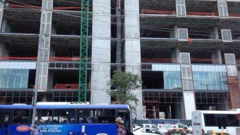 Muere carpintero en construcción de Monterrey