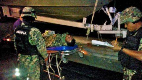 Vuelca camión de la Marina en Michoacán; hay tres heridos