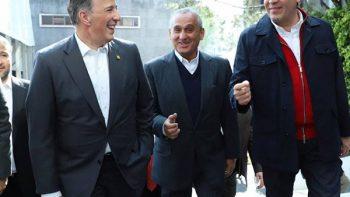 José Antonio Meade sale rumbo a la sede nacional del PRI