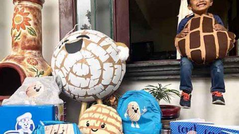 Llegan más regalos para 'El Niño Concha'