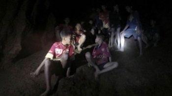 Equipo de futbol de Tailandia podría pasar meses en cueva antes de ser rescatados