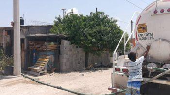 Pipas entregan agua en fraccionamientos y ejidos