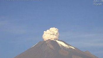 Popocatépetl emite fumarola durante sismo