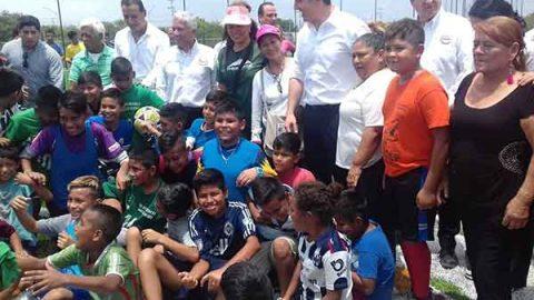 En su regreso a alcaldía de Monterrey Adrián de la Garza entrega parque