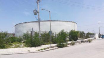 Abasto alternado a cisternas y tanques elevados a colonias de sector Granjas