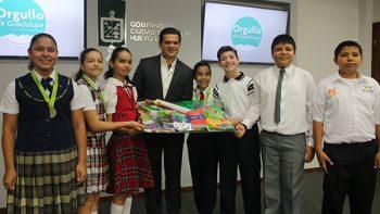Reconoce alcalde de Guadalupe a alumnos destacados