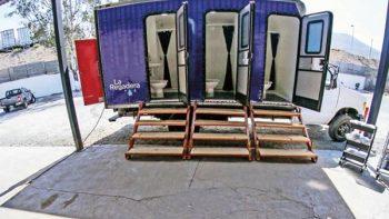 La Regadera: dignificar a indigentes con un baño
