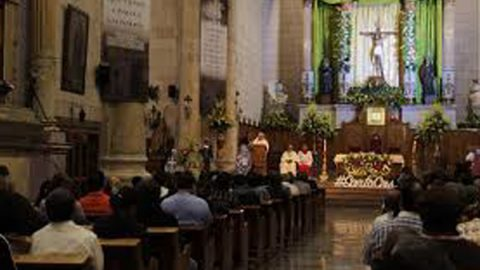 Obispo Raúl Vera sufre caída; se fractura nariz