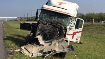 Vuelca camión en Nuevo León
