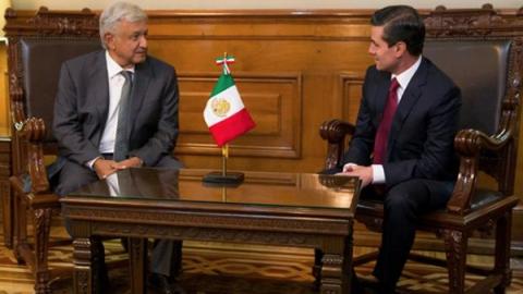 AMLO llega a Palacio Nacional para reunirse con EPN