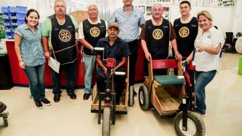Entregan Club Rotario y DIF Reynosa apoyo