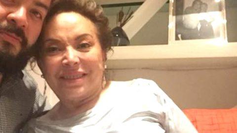 Elba Esther Gordillo aparece sonriente y relajada en 'selfie'