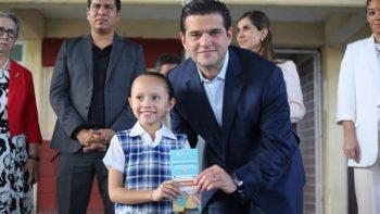 Entrega Cienfuegos tarjetas de apoyo educativo a escolares