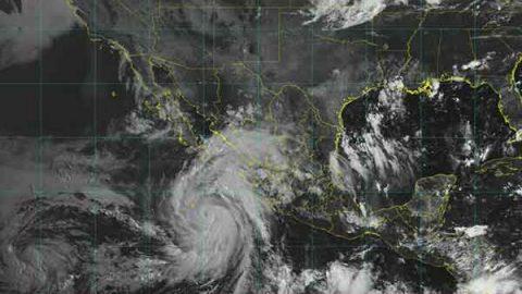 Huracán 'John' llega categoría dos y absorbe a 'Ileana' en el Pacífico