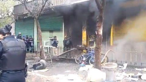 Investigan muerte de menores y su padre durante incendio en fábrica