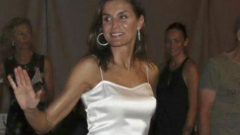 Impresiona la reina Letizia por su look en Mallorca