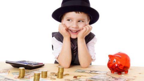 Recomiendan enseñar a hijos valor del dinero
