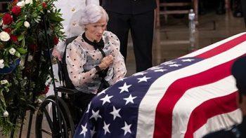 Roberta McCain, la madre de 106 años que enterró a su hijo John McCain