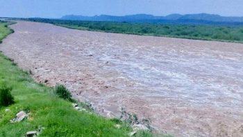 Lluvia provoca rompimiento de bordo en Sonora