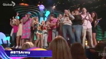 Sacan su lado coqueto en los Teen Choice Awards 2018
