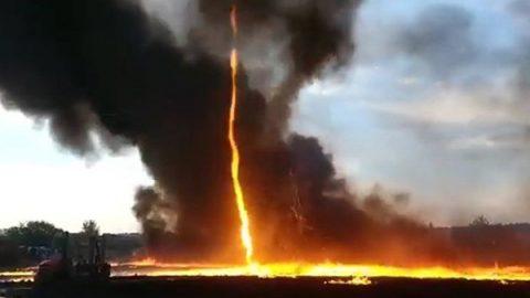 Captan tornado de fuego durante incendio industrial en Reino Unido