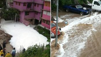 Tras tormenta, torrente de agua invade Huixquilucan