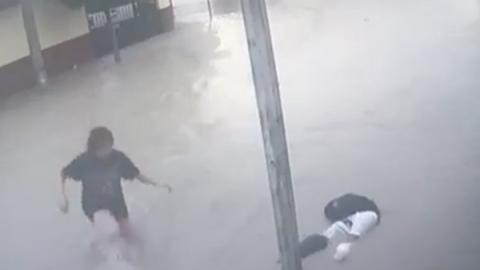 Captan en video muerte de estudiante y heroísmo de mujer
