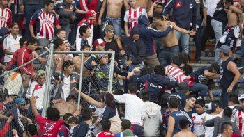 Barras de Chivas prometen alto a la violencia