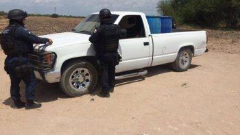 Encuentran Federales 10 camionetas cargadas con 10 mil litros de gasolina