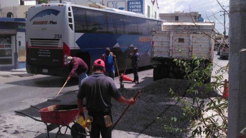Mejora bacheo de calle Colón seguridad de peatones y automovilistas