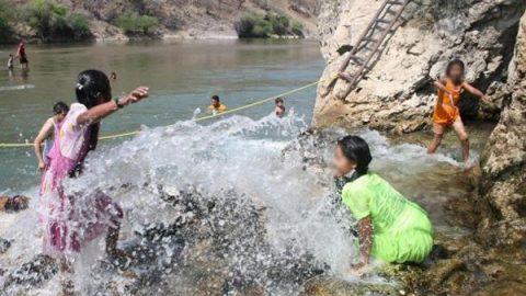 Mueren dos menores por una bacteria en el Río Bavispe, Sonora