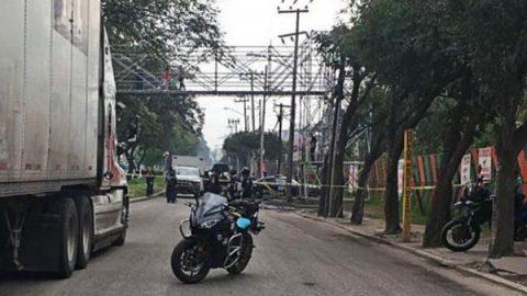Motociclista pierde el control y su hijo es atropellado