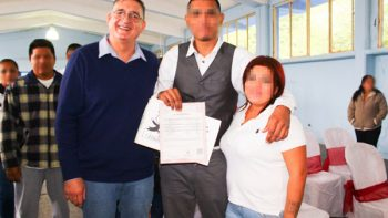 Ofrece DIF certeza legal a 21 parejas en cedes