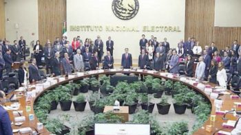 INE recibe demanda por daño moral de 2 víctimas de acoso
