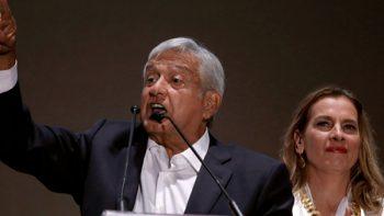 Juez pide a AMLO que explique consulta sobre aeropuerto