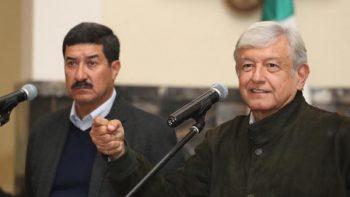 AMLO se compromete con Corral a pedir extradición de César Duarte