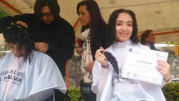 Estudiantes de la UANL donan cabello para niñas con cáncer