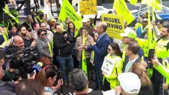 Sampetrinos se manifiestan a favor de Miguel Treviño