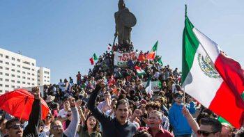 Protestan en Tijuana a favor y en contra de migrantes