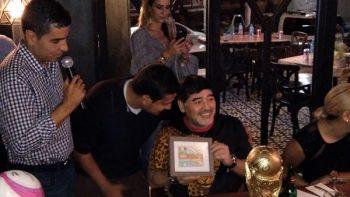 Maradona realiza subasta para damnificados de Sinaloa
